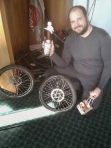 Laurent Asiatrek avec ses cadeaux de Noël