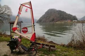 Le vélos solaire d'Asiatrek au bord du Danube