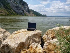 Bureau de technomade au bord du Danube